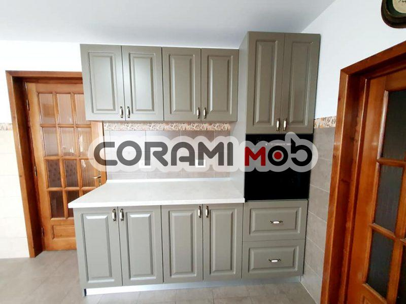 Mobilier bucătărie personalizat cu uși din Mdf vopsit frezat